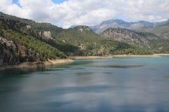 Oymapinar Baraji - lago verde Foto de archivo libre de regalías