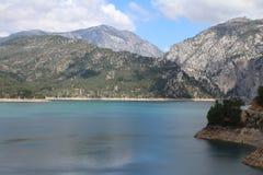 Oymapinar Baraji - lago verde Imagen de archivo libre de regalías