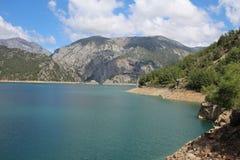 Oymapinar Baraji - lago verde fotografia de stock royalty free