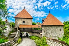 Ozalj-Stadt in Kroatien stockfotografie