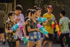 ozdabia bambusowego kolorowego flaga stubarwnego nowego banderek songkran specjalnego tajlandzkiego basztowego rok obrazy royalty free