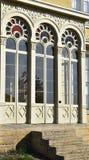Ozdobni francuscy drzwi na historycznym budynku zdjęcia stock