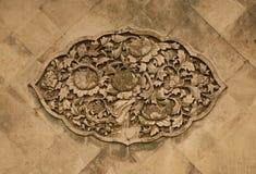 Ozdobny ceramiczny ścienny ornament w postaci peoni kwitnie w Niedozwolonym mieście Pekin Chiny obrazy stock