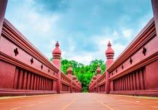 Ozdobny czerwień most w Chiang Mai Królewskim ogródzie Obrazy Royalty Free