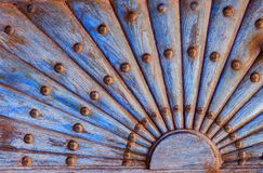 Ozdobny drewniany wzór z metali nitami zdjęcie royalty free