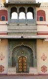 Ozdobny drzwi przy Chandrą Mahal, Jaipur miasta pałac fotografia royalty free
