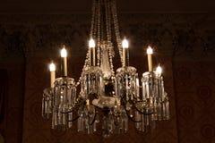 Ozdobny krystaliczny świecznik ześrodkowywający, refracting zdjęcie royalty free