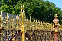 Ozdobny ogrodzenie przy Albert pomnikiem obraz stock