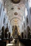 Ozdobny przesklepiony nave katedra lub kościół Obrazy Stock