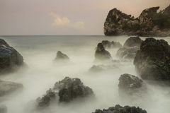 Ozean, Berge und Himmel Stockbilder