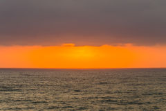 Ozean bewölkt Sonnenaufgang-Sonnenuntergang-Horizont Lizenzfreie Stockfotos