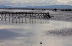 Ozean-Bucht-Dock und Schiffs-Schattenbild stockfotografie