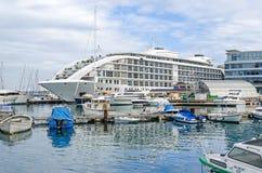Ozean-Dorf und das Sunborn-Hotel in Gibraltar lizenzfreie stockfotos
