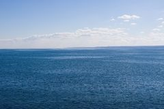 Ozean an einem ruhigen Tag Lizenzfreies Stockbild