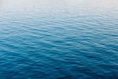 Ozean-Fluss-Oberflächen-Hintergrund des ruhigen Sees Lizenzfreie Stockfotos