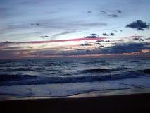 Ozean-frühe Dämmerung Stockfotos