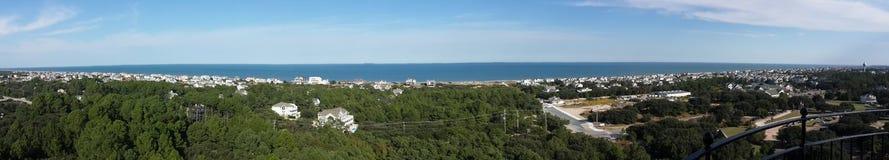 Ozean, Häuser und Natur Lizenzfreie Stockfotos