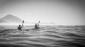 Ozean-Rennläufer, die in Richtung zum Kap-Punkt vorangehen stockfotografie
