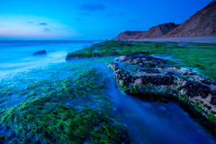 Ozean-Steine in Tel Aviv stockfotografie