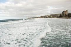 Ozean-Strand-Linie Ansicht vom Surfer-Strand-Pier lizenzfreies stockbild