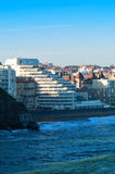 Ozean und Stadt Stockbild