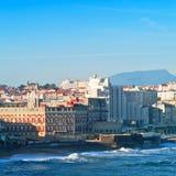 Ozean und Stadt Lizenzfreie Stockfotografie