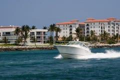 Ozean-verklemmte Fischen-Yacht Lizenzfreies Stockfoto