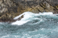 Ozean-Wasser-Spritzen bei Big Sur kalifornien Lizenzfreie Stockfotografie