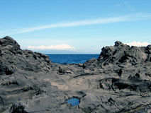 Ozean zwischen Felsen Stockfotos