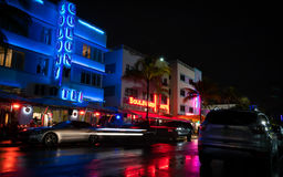 Ozeanallee nachts in Miami Florida USA lizenzfreie stockbilder