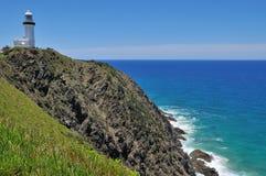 Ozeanansicht mit dem Umhang Byron Leuchtturm stockbild