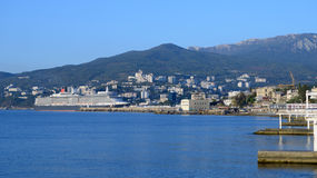 Ozeandampfer der Königin Elizabeth in Yalta, Ukraine lizenzfreies stockbild
