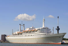 Ozeandampfer im Hafen von Rotterdam Lizenzfreie Stockbilder