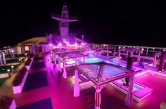 Ozeandampferplattform nachts Stockfotografie