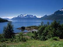 Ozeanfjord in Norwegen lizenzfreie stockfotografie