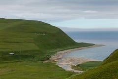 Ozeanküste, Kommandant Islands, Buyan-Bucht lizenzfreies stockbild