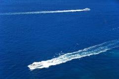 Ozeanlandschaft mit zwei Booten Stockfotografie