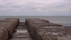 Ozeanliegeplatz für Schiffe im schlechten Wetter stock video