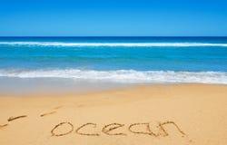Ozeanmitteilung auf dem Strandsand Lizenzfreies Stockbild