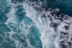 Ozeanoberfläche, Meerwasser im blauen Ozean, Hintergrund Lizenzfreie Stockbilder