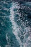 Ozeanoberfläche, Meerwasser im blauen Ozean, Hintergrund Lizenzfreie Stockfotos