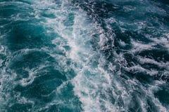 Ozeanoberfläche, Meerwasser im blauen Ozean, Hintergrund Stockbild