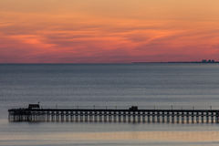 Ozeanpier bei Sonnenuntergang Lizenzfreie Stockfotos