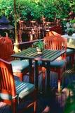 Ozeanspinnentopf auf einer Tabelle in einem Garten Stockfoto