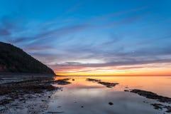 Ozeanstrand am Sprung von Dämmerung Stockbilder