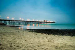 Ozeanufer-Pier düster Lizenzfreies Stockfoto