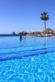 Ozeanufer-Pool mit einer Ansicht Lizenzfreie Stockfotografie