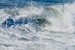 Ozeanwellen und Brandung. Lizenzfreies Stockbild