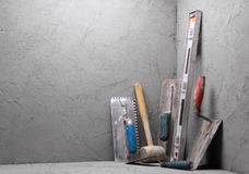 Pá de pedreiro suja das ferramentas Fotos de Stock Royalty Free