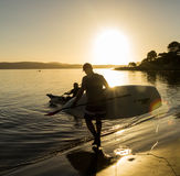 Pá dourada do nascer do sol na costa Foto de Stock Royalty Free